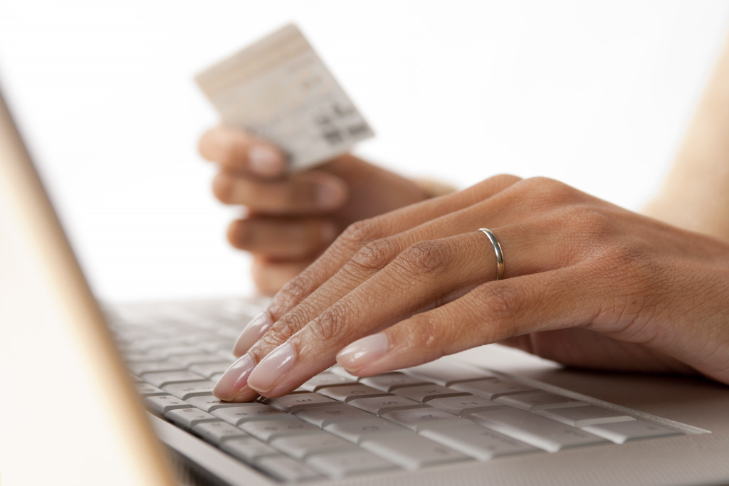 woman purchasing products online